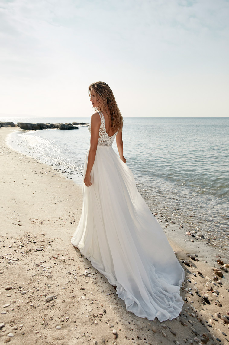 Boho brudekjole med dyb v-rygudskæring