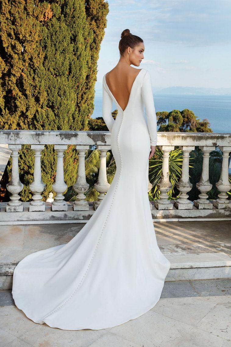 Brudekjole i crepe med fine perle detaljer