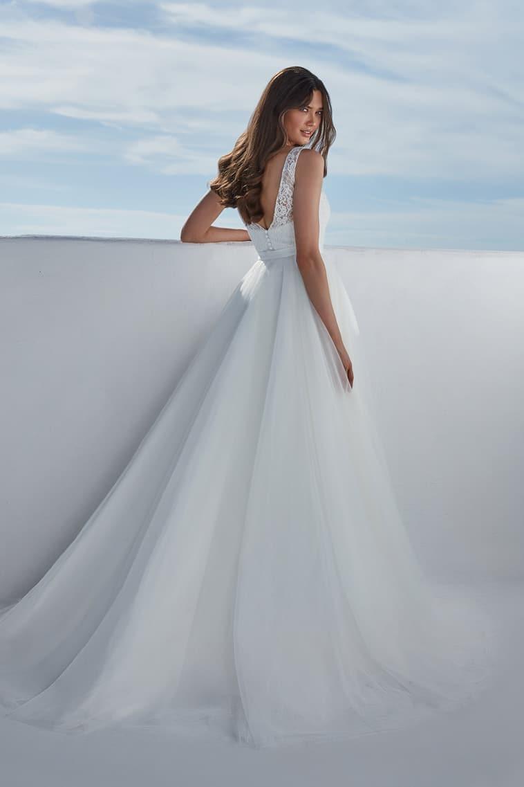 brudekjole i helblonde med tylskørt