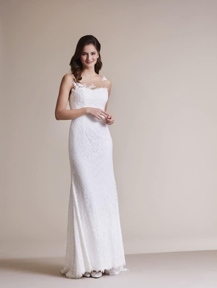 slank brudekjole med asymetriske stropper