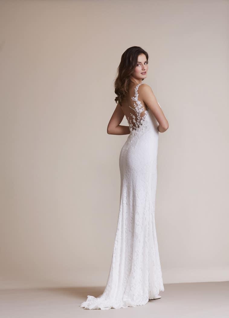 slank brudekjole med meget flot blonde ryg