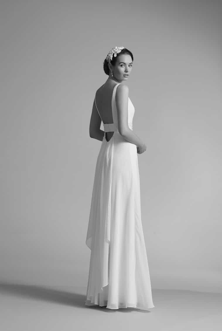 brudekjole med helt bar ryg