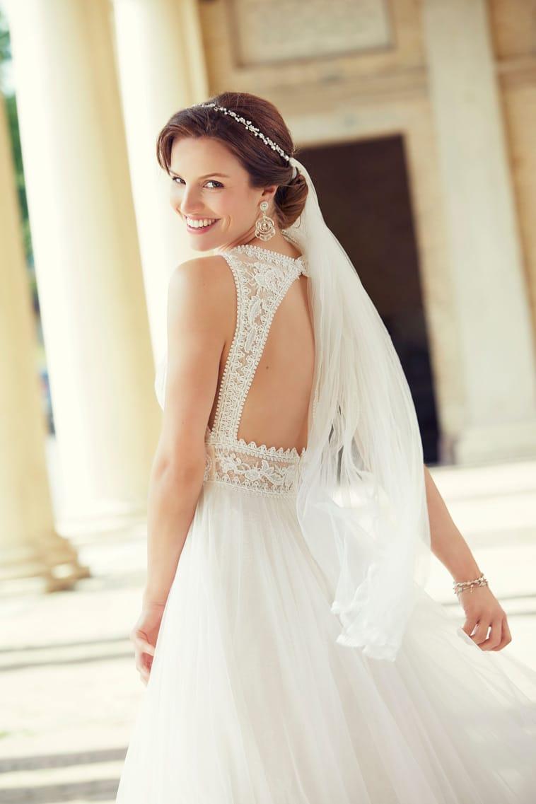 Brudekjole med trekant åbning på ryg