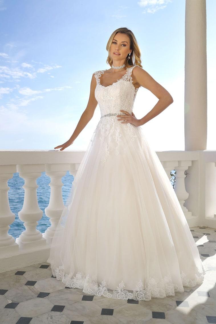 brudekjole med stropper og prinsesseskørt
