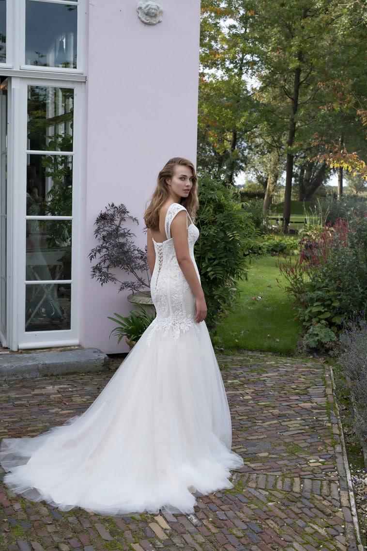 brudekjole med blonde og tyl
