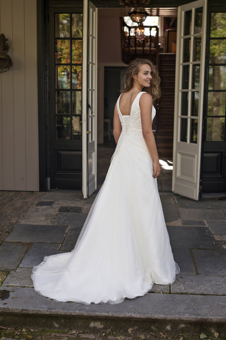 brudekjole med snøre ryg
