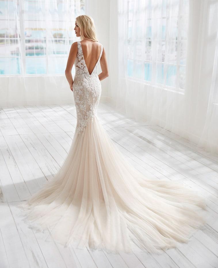 havfrue brudekjole med dyb ryg