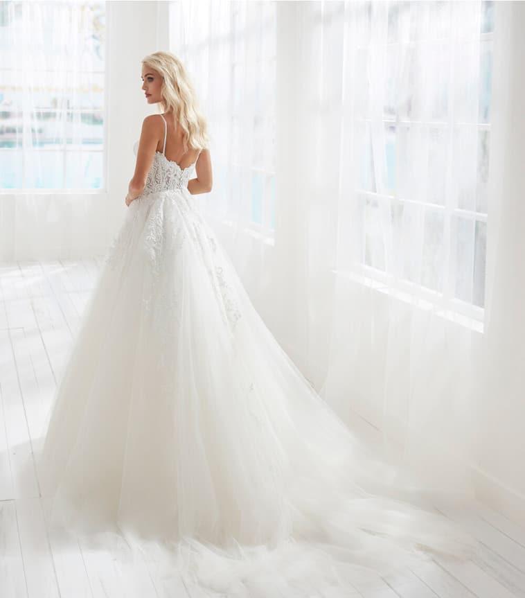 Tyl-kjole med blonder og perle-stropper