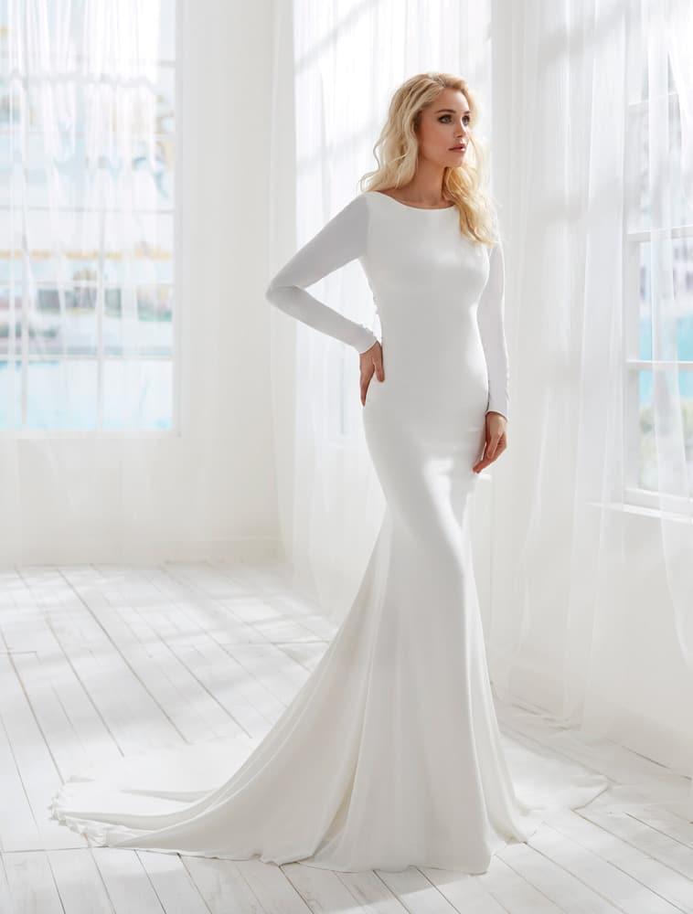 brudekjole med crepe med blonde ved bar ryg