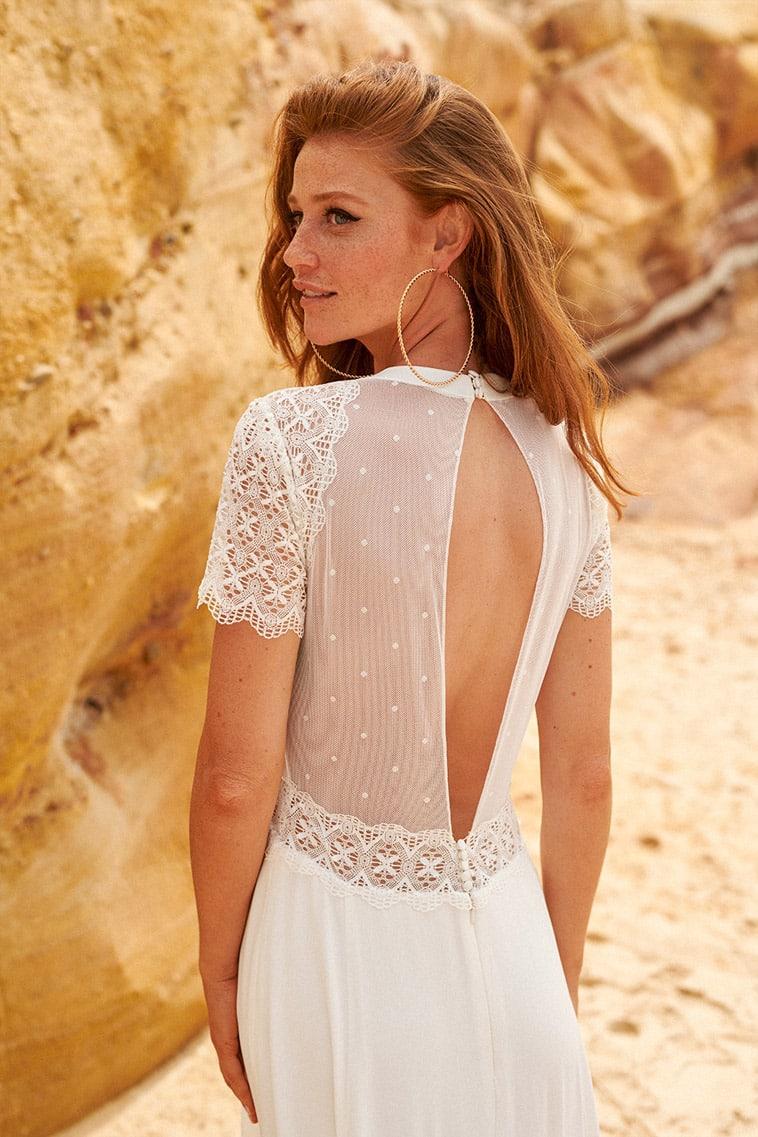 brudekjole med prikket tyl på ryggen