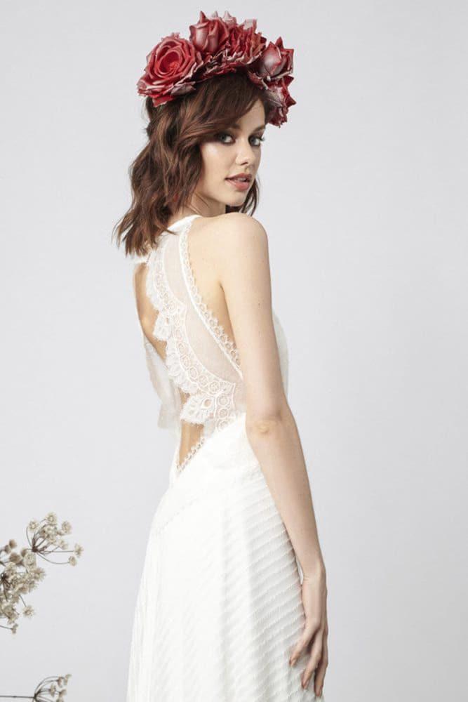 brudekjole med åbning i ryggen