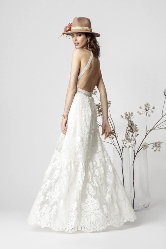 brudekjole i helblonde med åben ryg
