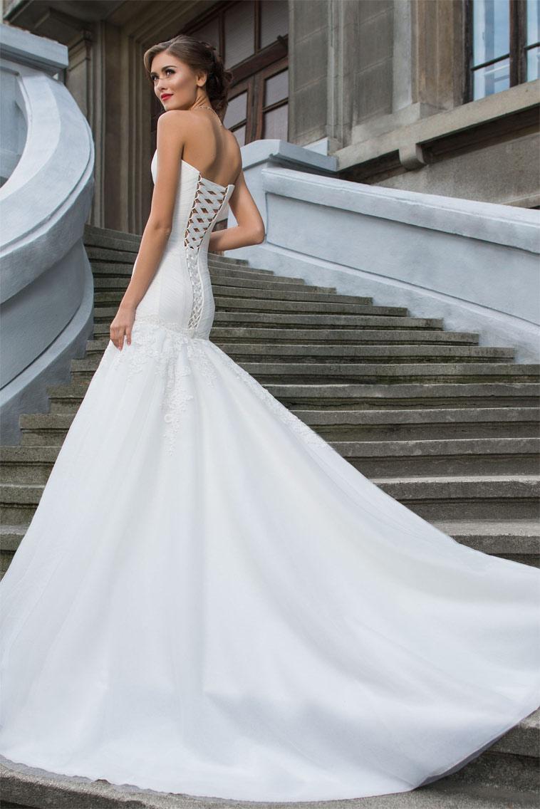 Havfrue formet brudekjole med snøre ryg