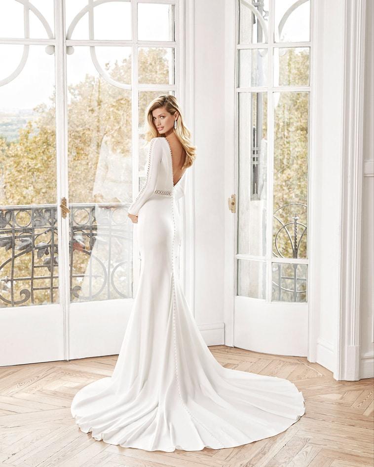 Brudekjole i crepe med blonde kanter