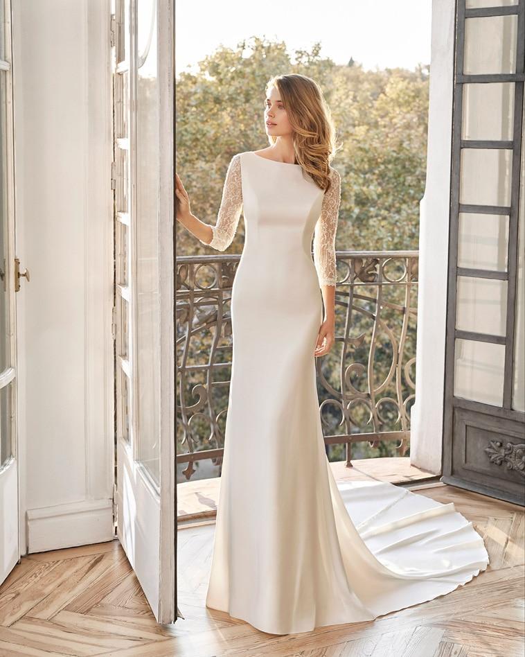 Brudekjole med blondeærmer og helryg i blonder