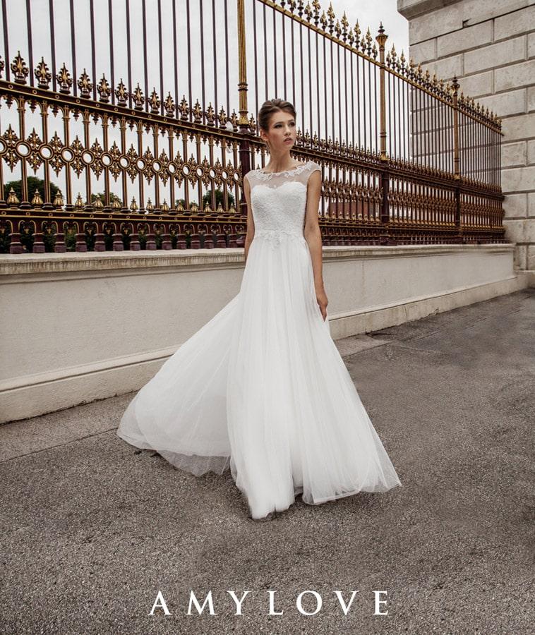 brudekjole med blomde og transparent top