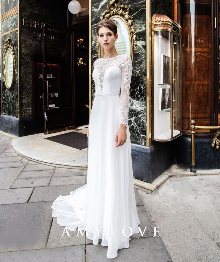 brudekjole med lange transparente ærmer