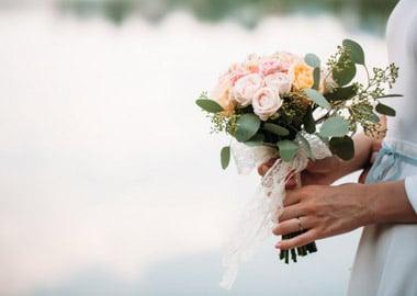 Brud med brudebuket