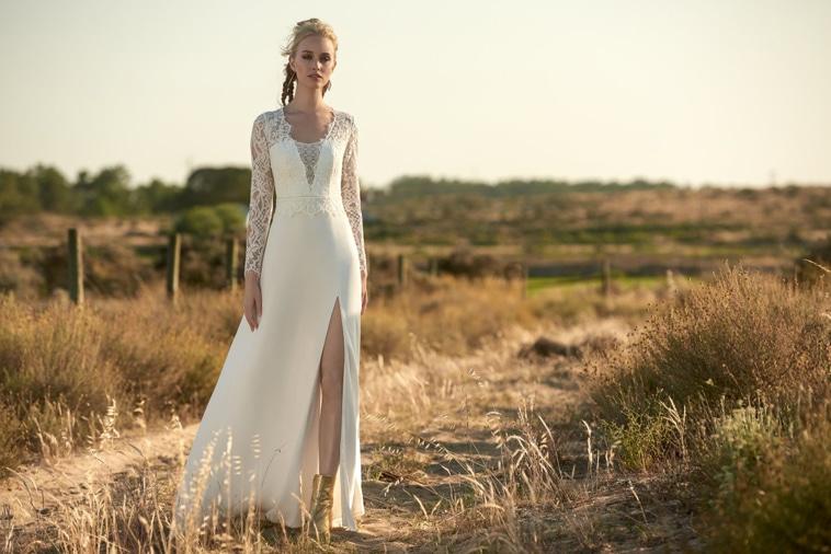 brudekjole med lange ærmer og slids