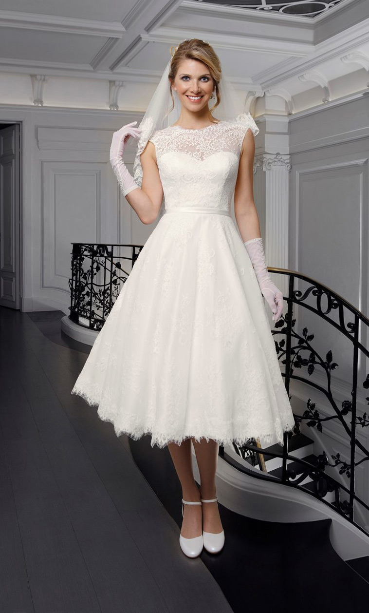 kort brudekjole med blondetop