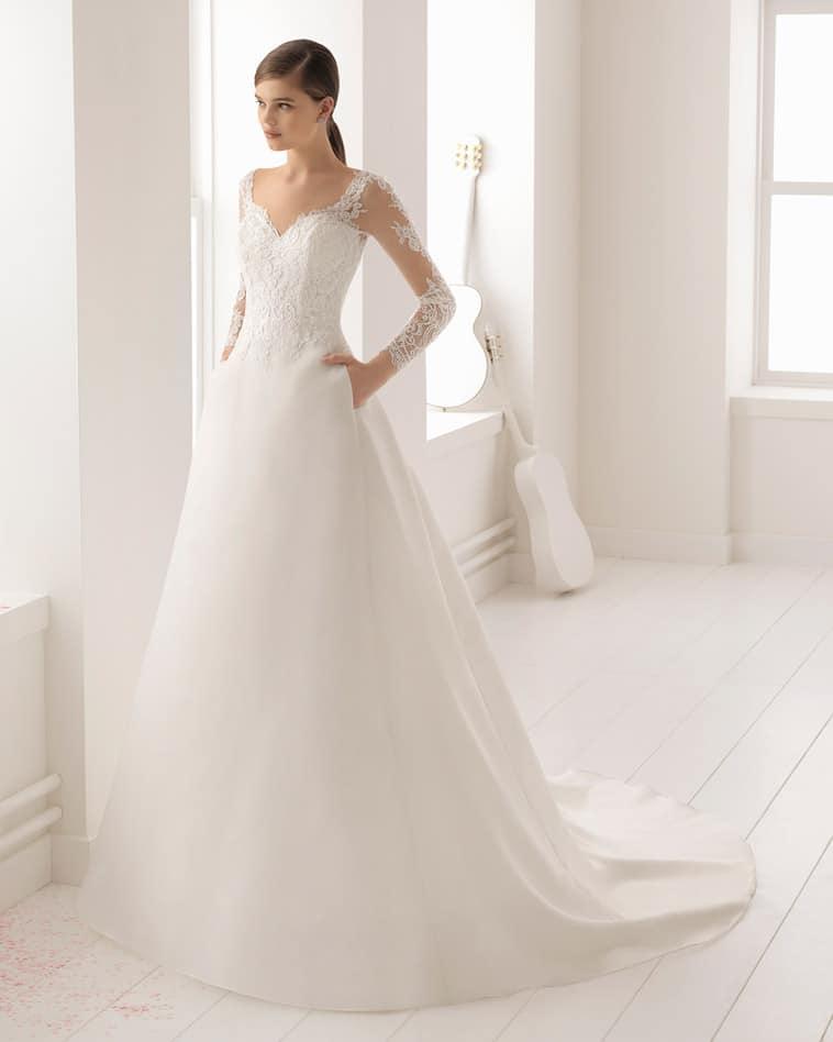 brudekjole med lange ærmer og lommer