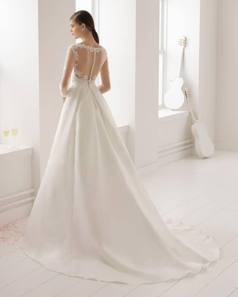 glat brudekjole med lange ærmer