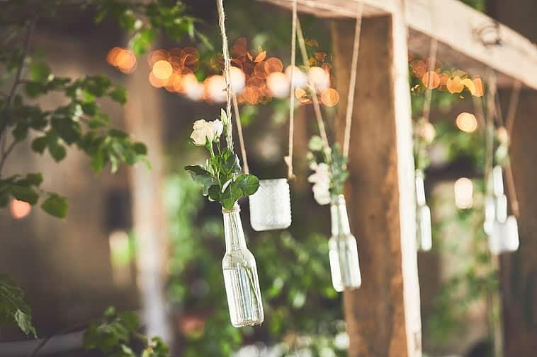 blomster-hænger-i-vaser