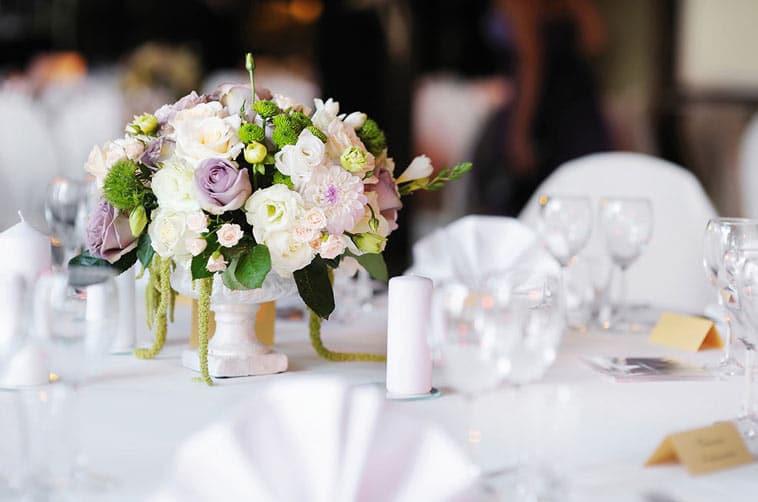 blomsterdekoration bryllupsbord