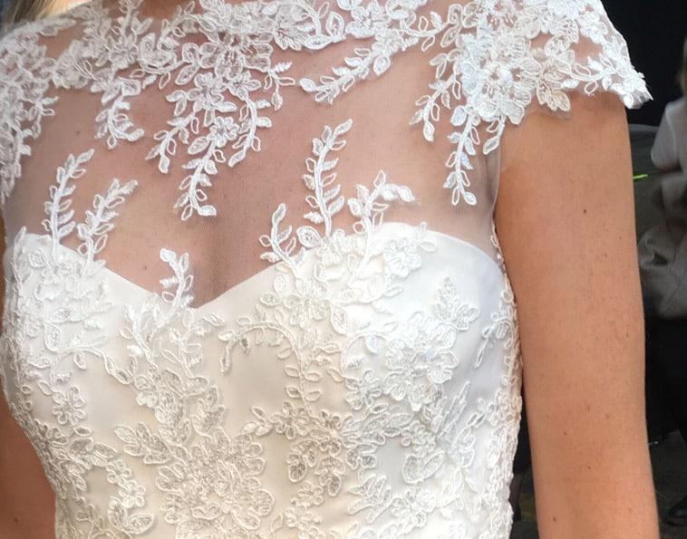 Blonde applikation på brudekjole