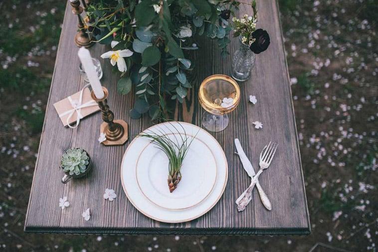 borddækning med grønt
