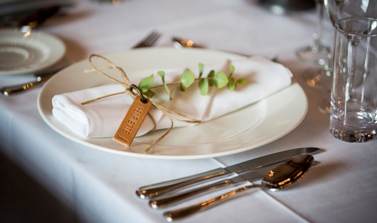 Bordkort til bryllup i kernelæder