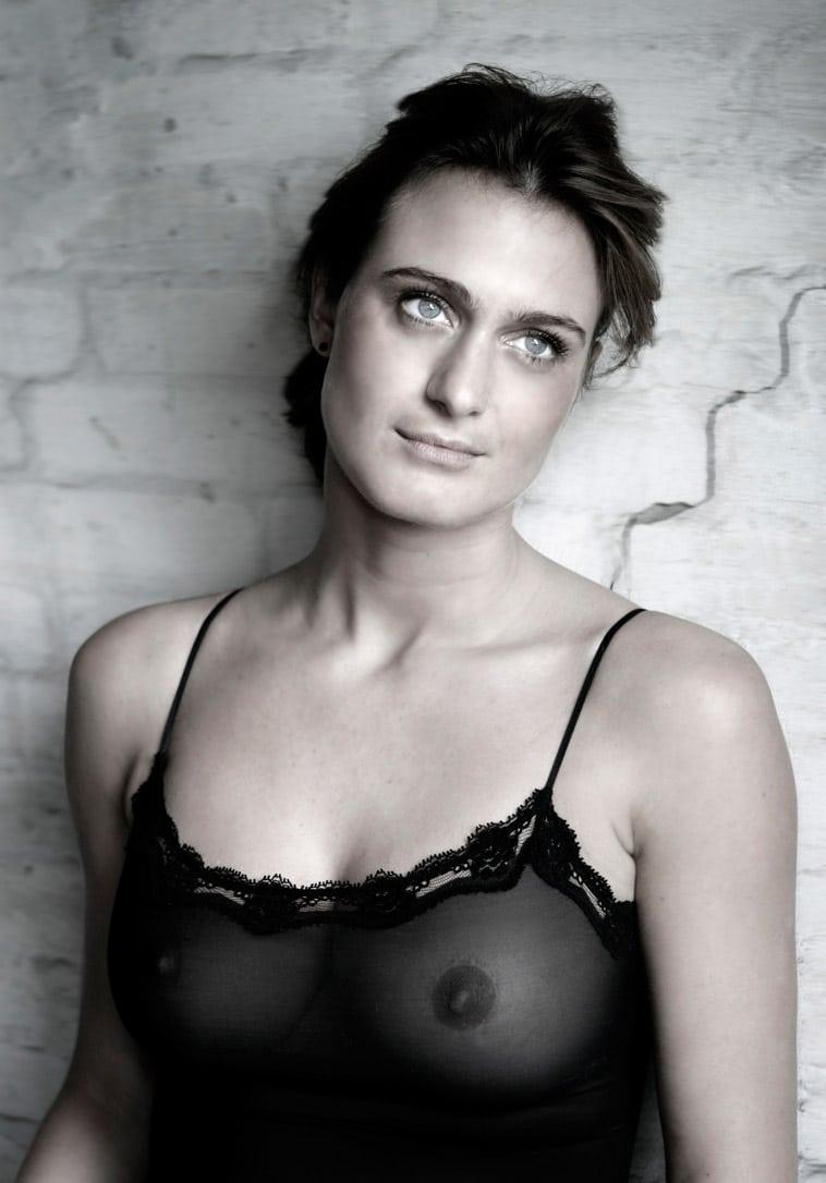 boudoir-billede-kvinde-gennemsigtig-top