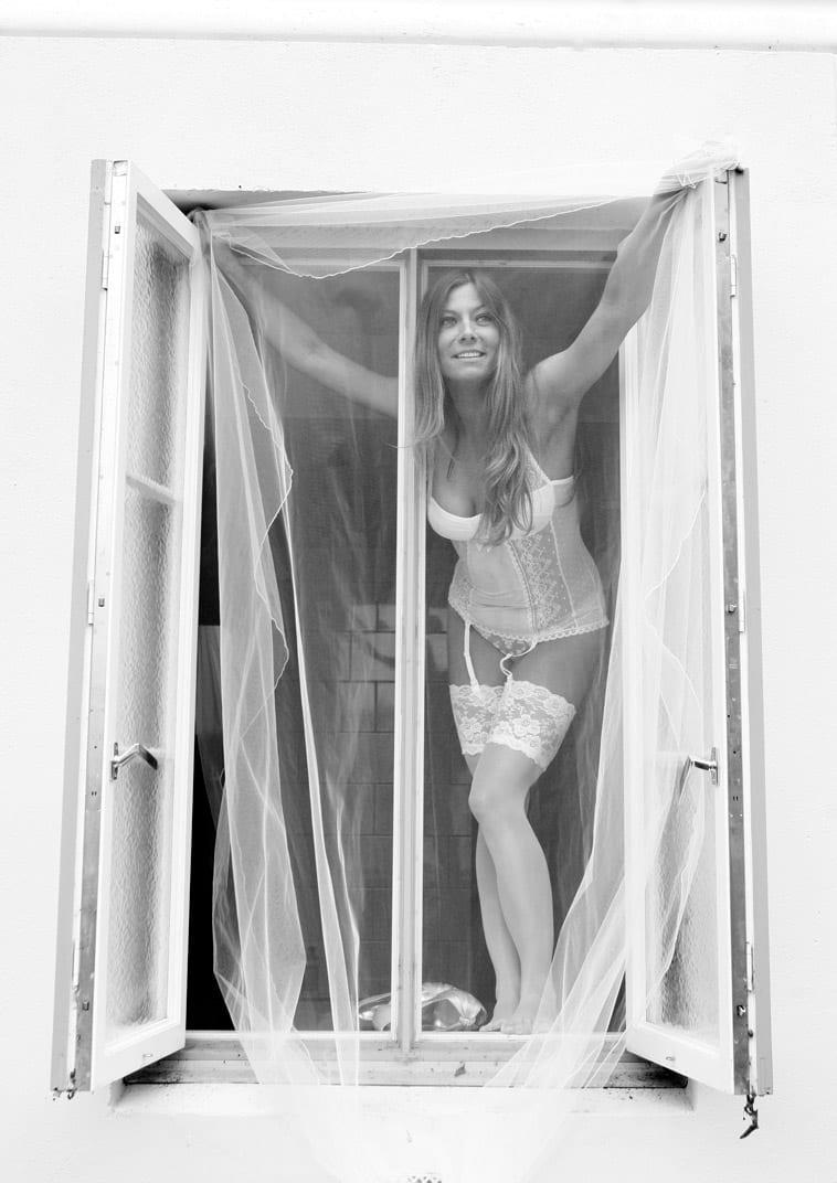 boudoirbillede-kvinde-i-vindue