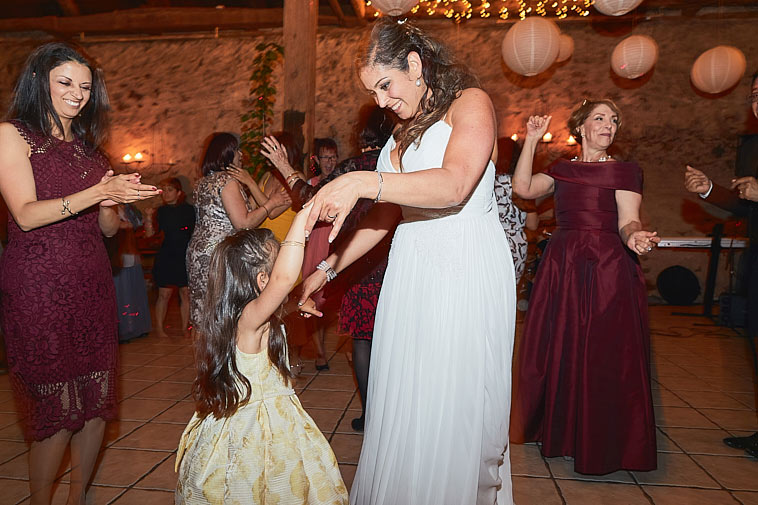 brud-danser-med-brudepige