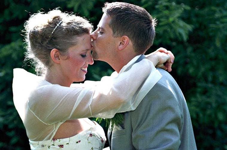 brud kysses på panden