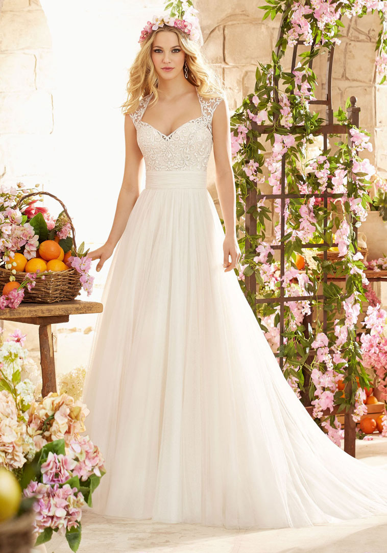 brudekjole med blonde stropper
