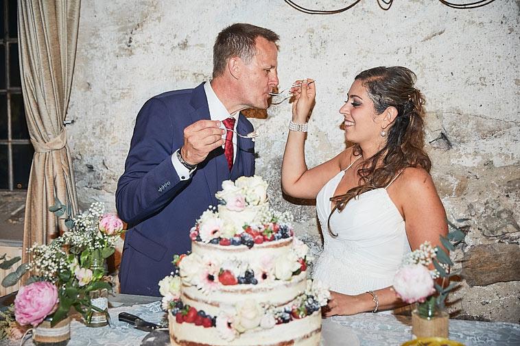 brudepar-spiser-bryllupskage