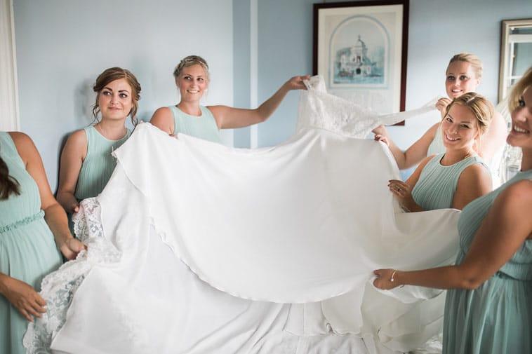 brudepiger og brudekjole