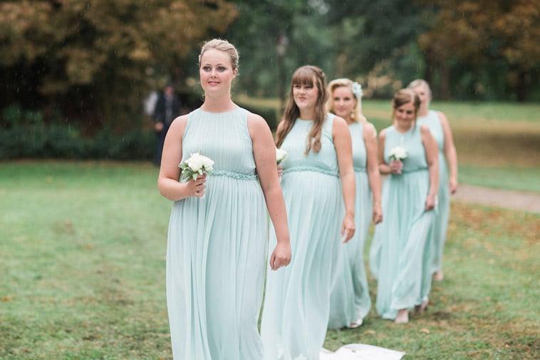brudepiger i mintgrønne kjoler