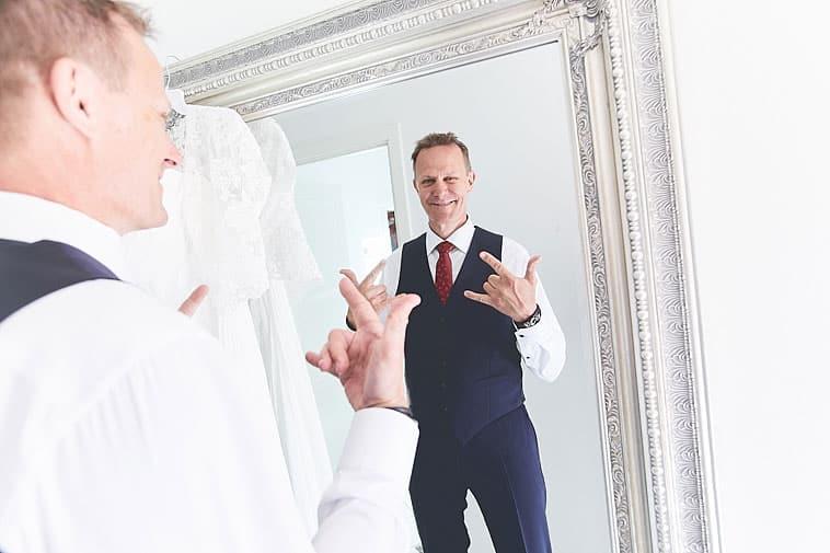 brudgom-foran-spejl