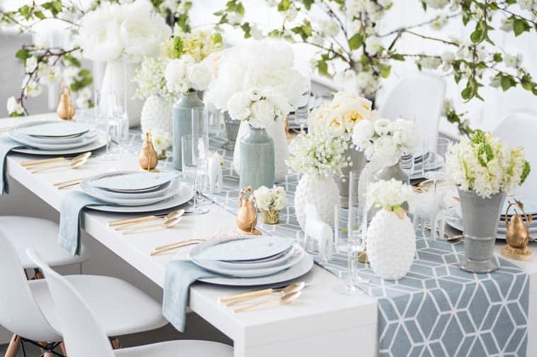 bryllupsbord i grå og hvide farver