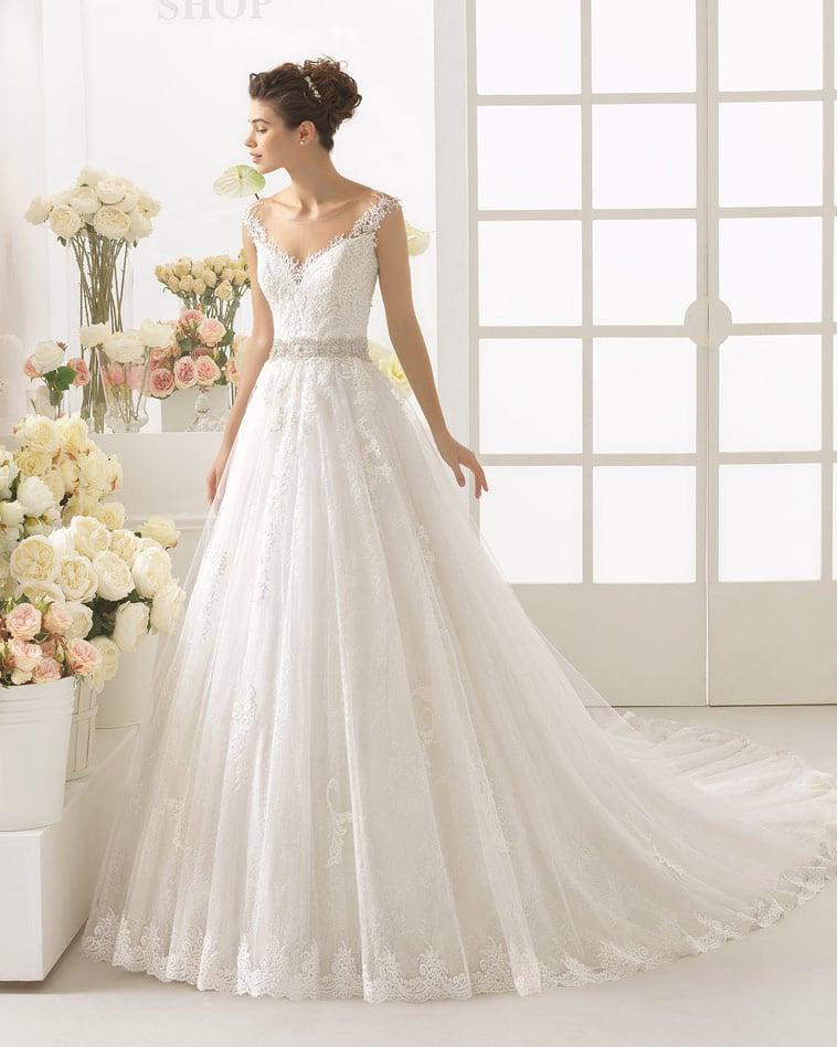 Brudekjole med nude effekt foran, blolnder og bælte