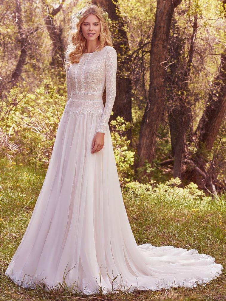 brudekjole med lange ærmer og blødt fald