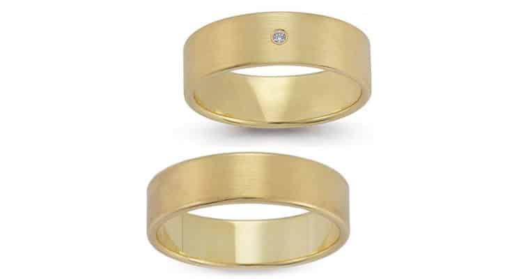 Vielsesringe i silkemat guld med brilliant i damering