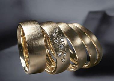 Vielsesringe i guld med diamanter