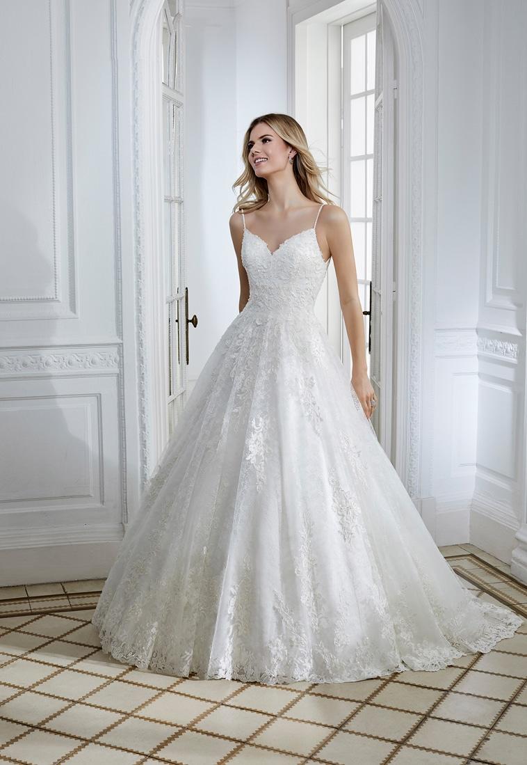 Prinsesse brudekjole med tynde stropper og perledekoration