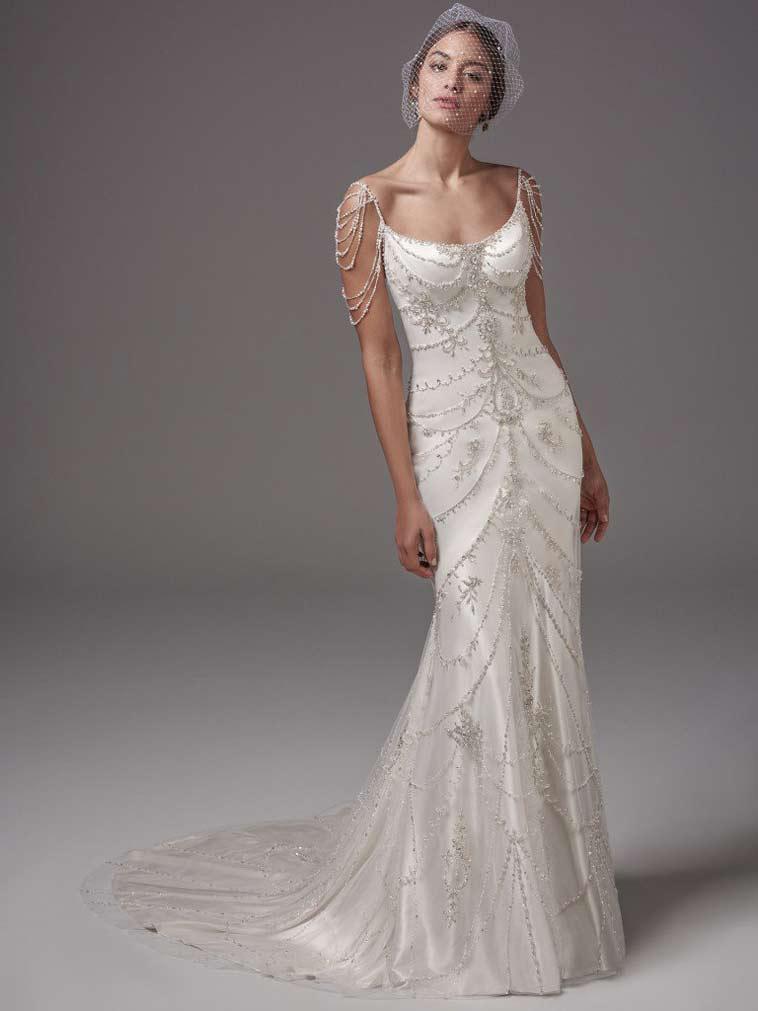 slank brudekjole i vintage stil med perlebesat strop og skulder detalje