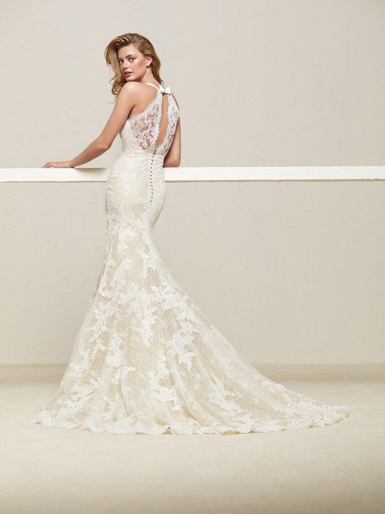 brudekjole med blonde ryg og sløjfe
