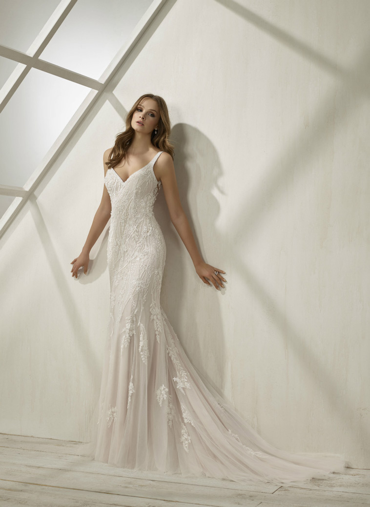 brudekjole med stropper
