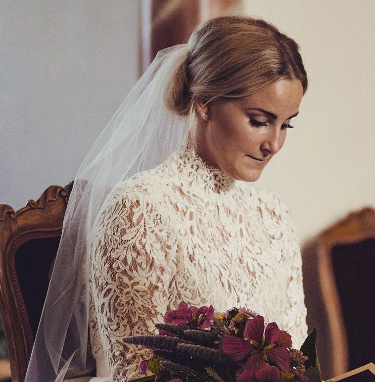 Brudekjole med blonde fra Sophie Hallette